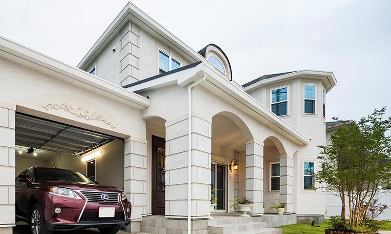 ガレージハウススタイルのお住まいをヨーロピアンテイストの輸入住宅で